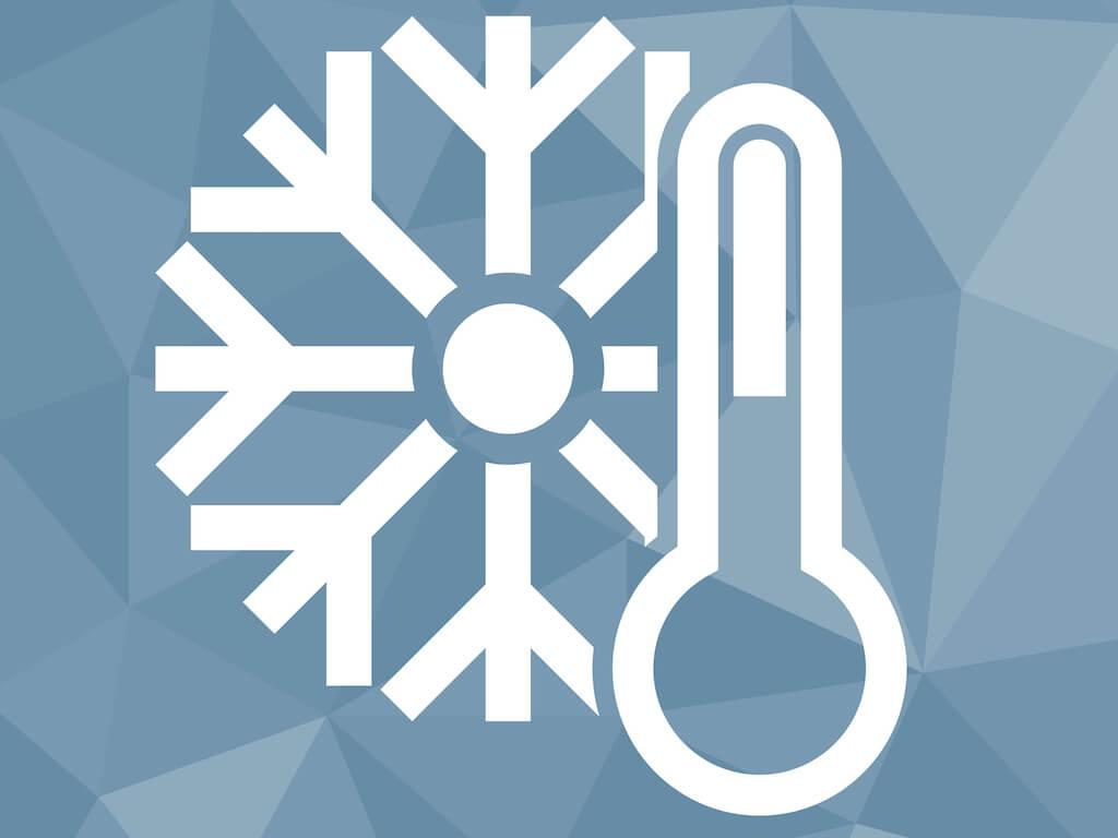 Eiswuerfel und Thermometer kalte Temperatur
